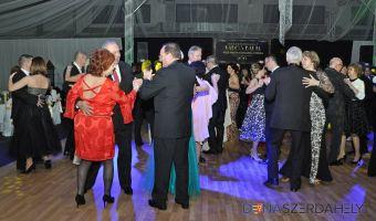 Mestský ples plný tanca