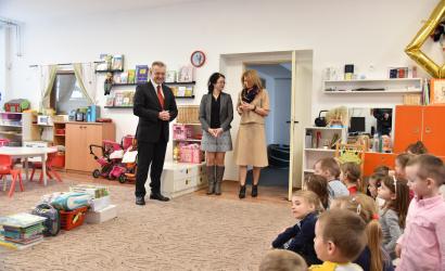 Primátor mesta Zoltán Hájos zavítal do renovovanej Materskej školy na Komenského ulici