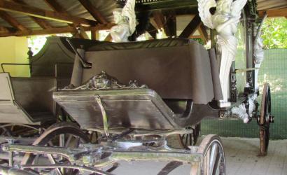 Reštaurovanie pohrebných kočov bolo úspešne zavŕšené Žitnoostrovské múzeum Dunajská Streda