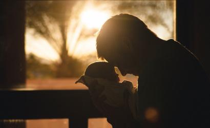 Vlani bolo na materskej dovolenke 17 000 otcov