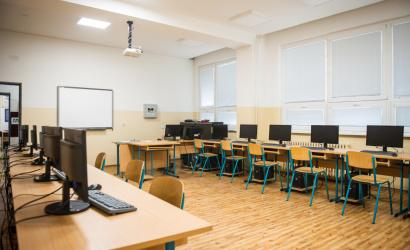 Trnavská župa oslovila firmy s prosbou o darovanie techniky pre stredoškolákov v núdzi