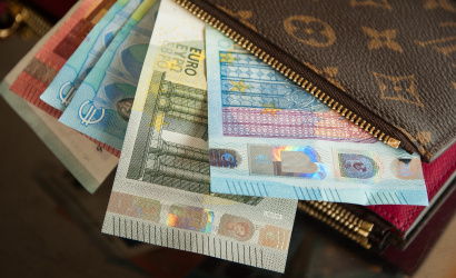 Parlament schválil zvýšenie minimálnej mzdy na 623 eur