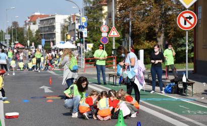 Hlavnou ulicou sa ozýval detský džavot