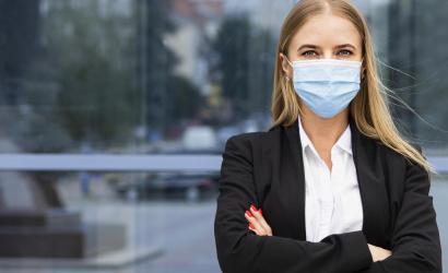 Podmienky nosenia respirátorov a rúšok sa zmierňujú. Čo nás čaká?
