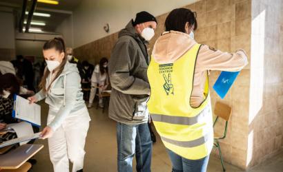 Hľadajú dobrovoľníkov na pomoc v očkovacích centrách