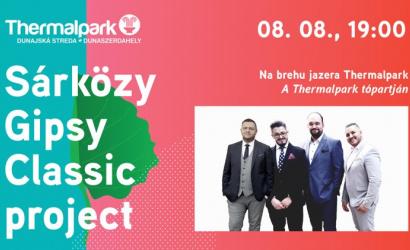 Letný večerný koncert na brehu jazera