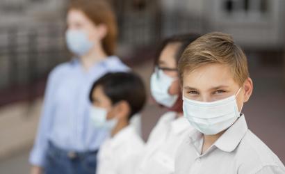 """Deti budú mať zrejme """"vlastné"""" vakcíny proti COVID-19. Výrobcovia začínajú s testovaním"""