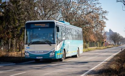 Prímestské autobusy budú ďalej jazdiť v prázdninovom režime