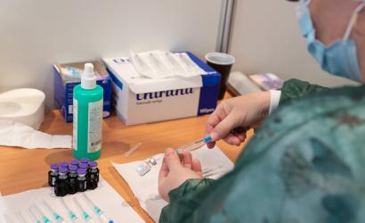 Čakatelia na 2. termín vakcíny si môžu zmeniť miesto aj čas očkovania