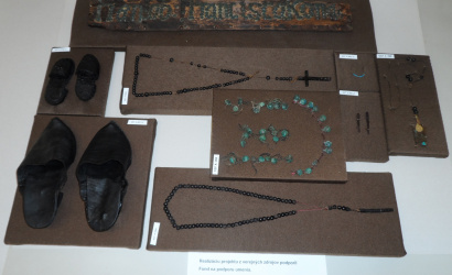 Unikátne archeologické predmety z krypty Rímskokatolíckeho kostola Nanebovzatia Panny Márie v Dunajskej Strede