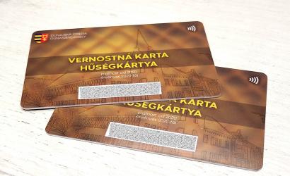 Dunajskostredský mestský úrad obnovuje zmluvy s podnikateľmi, ktorí akceptujú vernostnú kartu