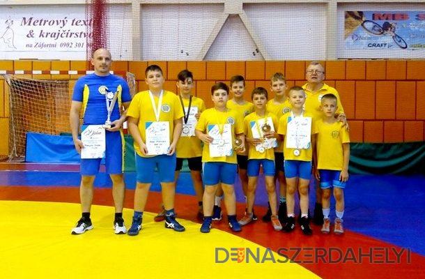 Zápasníci doniesli 5 medailí