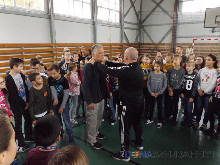 O sebaobrane v základnej škole