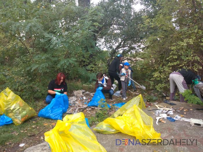 Dobrovoľníci vyčistili od smetí niekoľko častí mesta
