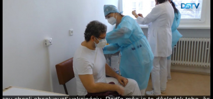 Embedded thumbnail for V Dunajskej Strede začalo s očkovaním zdravotníckych pracovníkov vakcínou proti koronavírusu