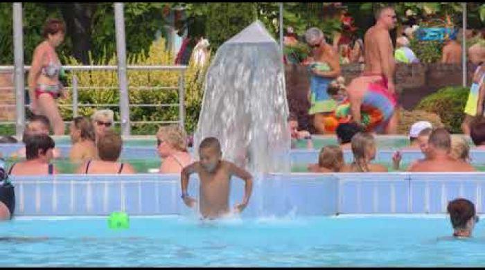 Embedded thumbnail for Na termálnom kúpalisku hľadalo osvieženie mnoho ľudí aj tento rok