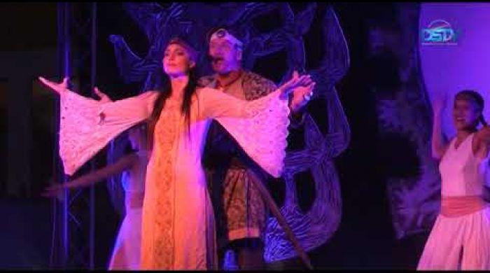Embedded thumbnail for Rocková opera Obsadenie vlasti na vonkajšom javisku kultúrneho strediska
