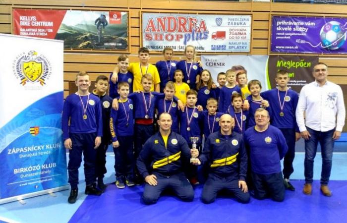 Dunajskostredskí zápasníci získali v žiackej lige bronzovú medailu!