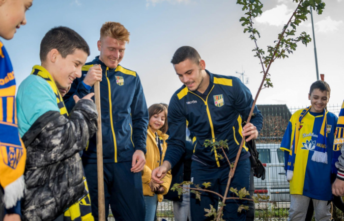 Futbalisti Dunajskej Stredy pomáhajú životnému prostrediu