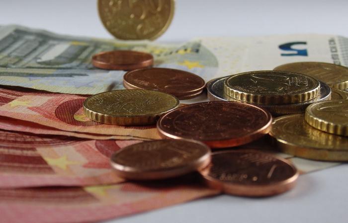 Vláda schválila historicky najvyššiu minimálnu mzdu