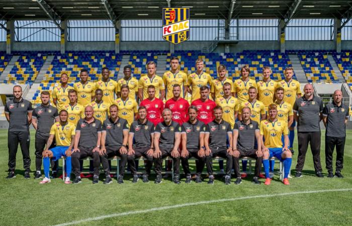 Stiahnite si nové oficiálne tímové foto!
