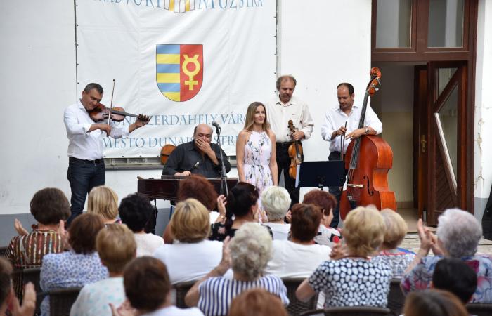 Dunajskostredská hudba na nádvorí na novom mieste
