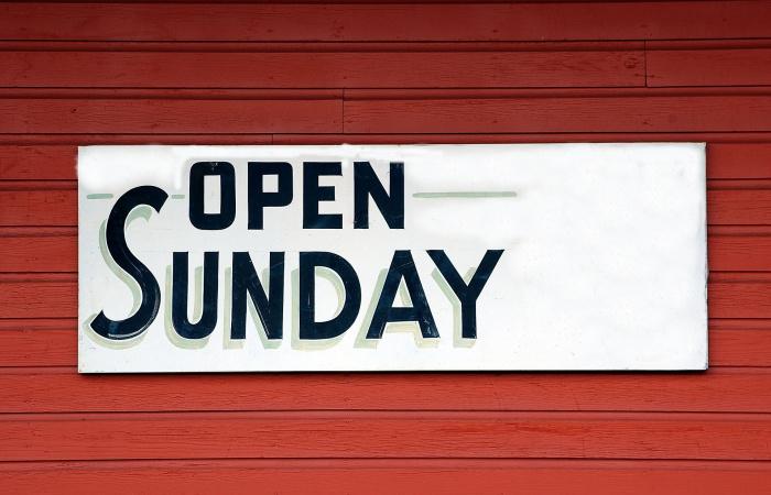 Obchody v nedeľu môžu otvoriť. Sanitárny deň sa ruší