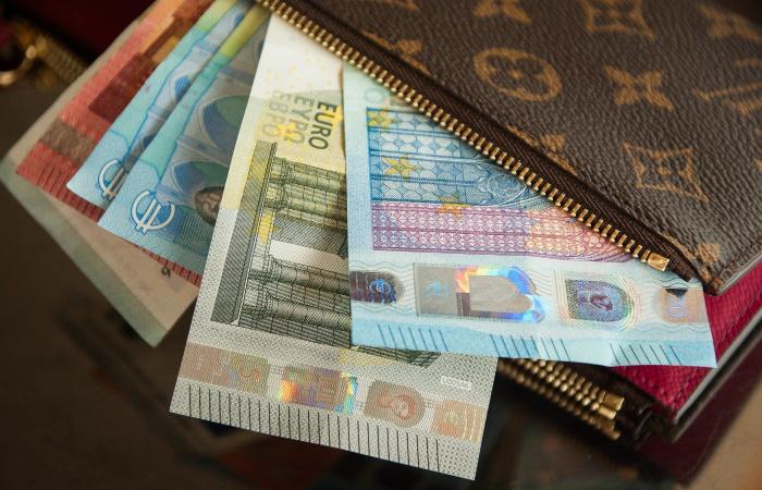 Priemerný zárobok Slovákov stúpol medziročne takmer o 70 eur