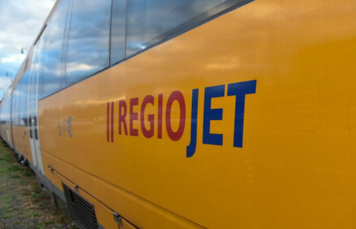 Čoraz menej autobusov miesto vlakov