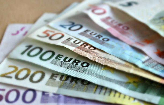 Svetová zdravotnícka organizácia odporúča obmedziť manipuláciu s bankovkami
