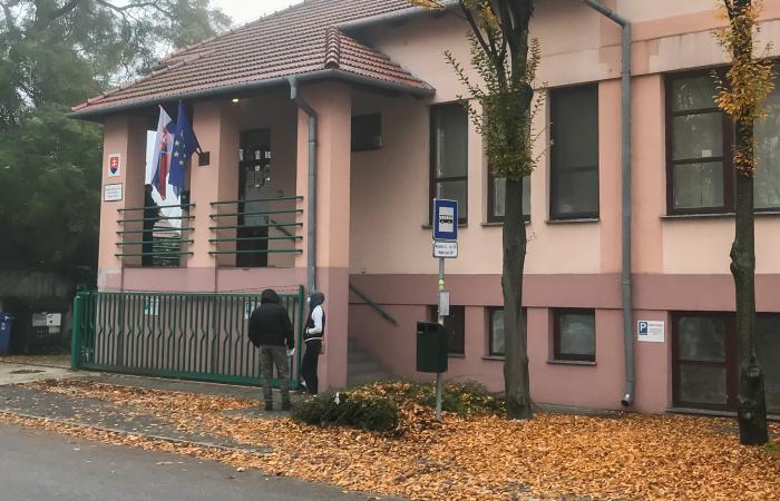 Cudzinecká polícia začala vybavovať klientov od. 9. novembra