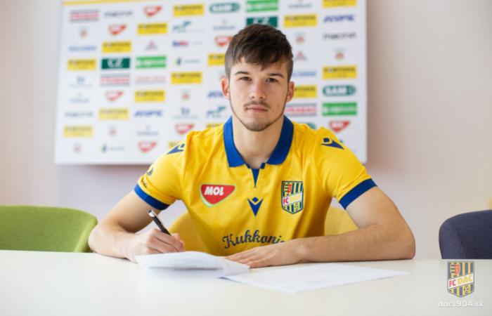 Ferenc Bögi podpísal profesionálnu zmluvu