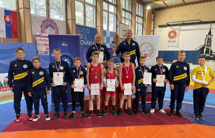 Zápasenie: Majstrovský titul pre družstvo, tri individuálne majstrovské tituly z Rimavskej Soboty