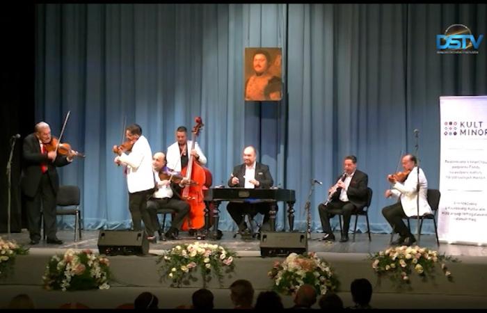 Embedded thumbnail for Na pamiatkovom večere Bihariho bola v popredí maďarská a cigánska hudba