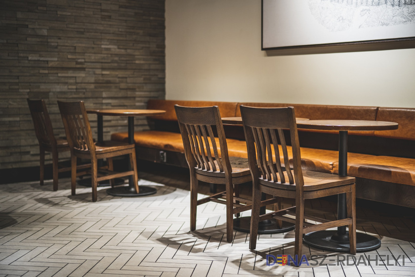 Mikas naznačil, kedy by sa mohli otvoriť reštaurácie aj možný koniec nákupných hodín pre seniorov