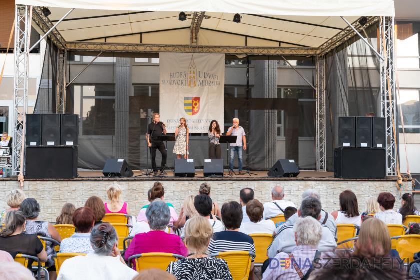 Vo štvrtok koncertovali Four Art Singers – s videom