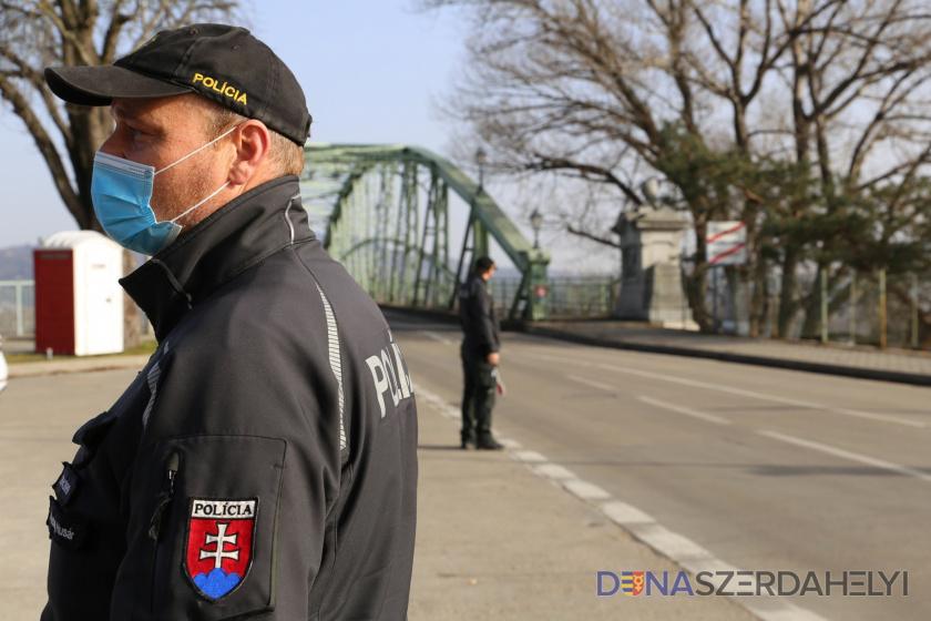 Polícia pokračuje v nesystematických kontrolách na hraniciach