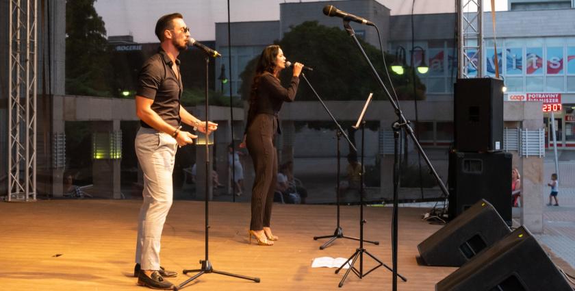 Rockové šlágre na pódiu v podaní manželov Kosár - s videom