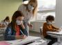 Ak sa u žiaka objavil nový príznak ochorenia, mal by radšej ostať doma